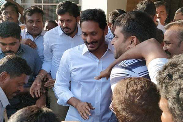 Jagan yatra to restart after knife attack: Ministers criticise