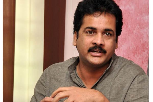Naidu alone saves AP, says actor Shivaji