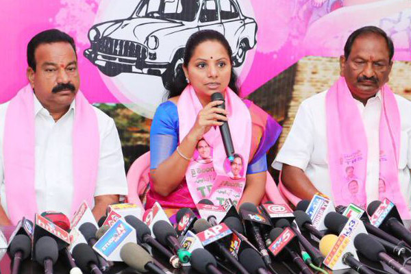 Sonia spoke CBN's words in Telangana, says TRS MP Kavitha