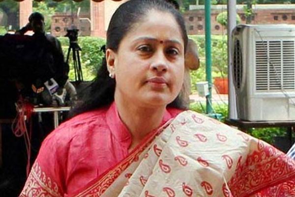 Vijayashanti may contest from Medak segment