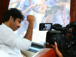 Pawan Kalyan's train journey & innovative public interaction