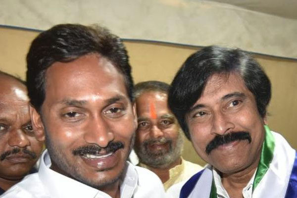 Actor Bhanuchander officially joined YSR CP