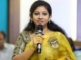 Sadineni Yamini advises Swamy Swaroopananda to join YCP
