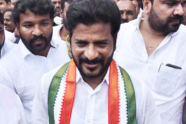 Revanth's 'one man show' develops chinks in T-Congress!
