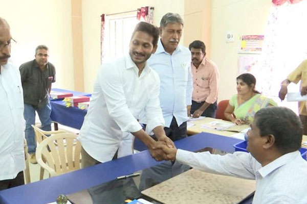 Jaganmohan Reddy declares assets worth Rs 375 cr