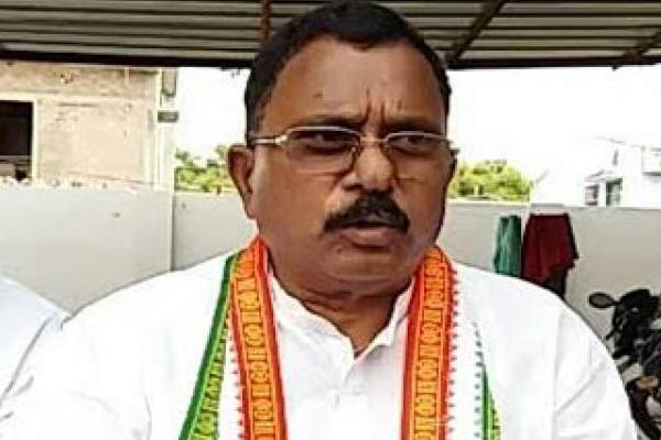 TRS may face revolt as Car is overloaded: Congress
