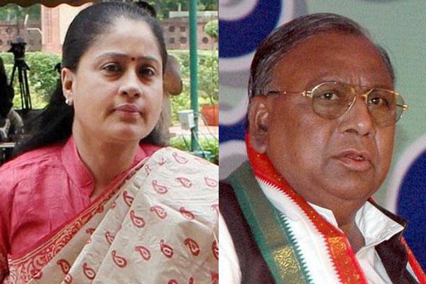 What made Vijayashanti, VH engage in war of words?