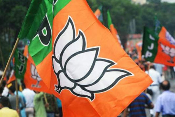 BJP leading in Dubbaka counting, tension to KCR