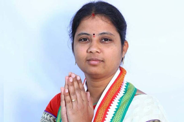 Congress workers attack MLA for joining TRS
