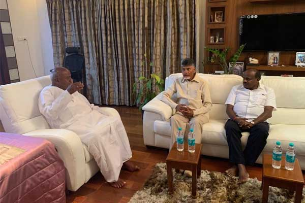 Chandrababu Naidu meets Gowda, Kumaraswamy for post-poll alliance