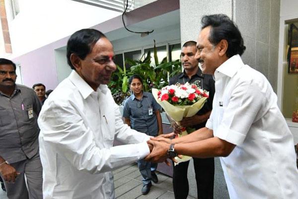 Telangana CM meets DMK leader Stalin