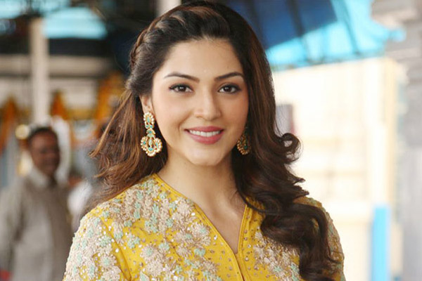 Struggling Mehreen to romance a youngster