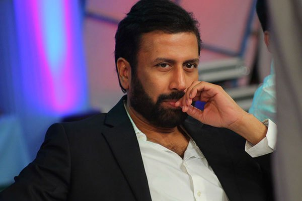 Ravi Prakash 'Golmaal': selling TV9 logo rights & diverting ads to Mojo