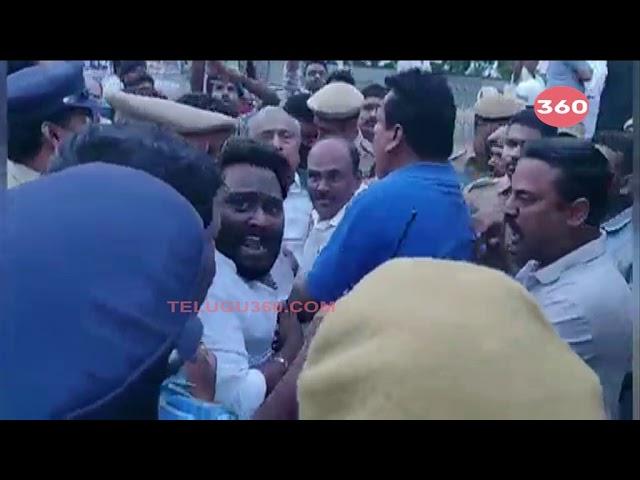 Video: V Hanumantha Rao tries to destroy YSR statue