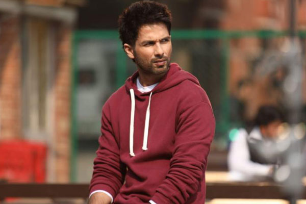 Shahid Kapoor quotes a Bomb for Jersey Remake