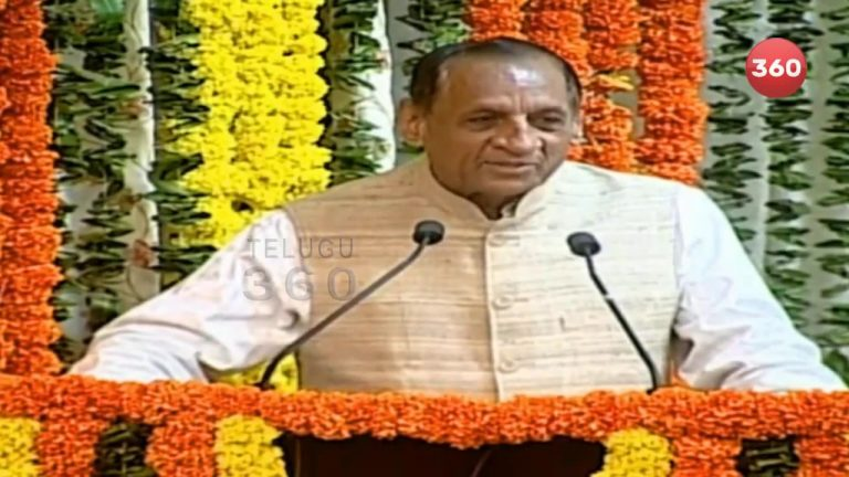 Video: Governor Narasimhan Felicitates PV Sindhu