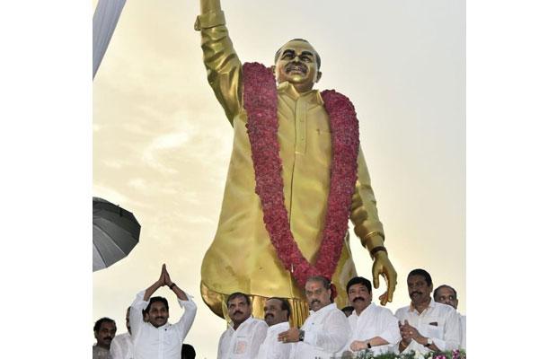 12-ft YSR statue dominates Vijayawada skyline