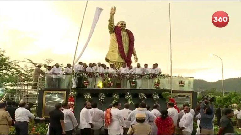 Video: YS Jagan Inaugurates YSR Statue In Vijayawada