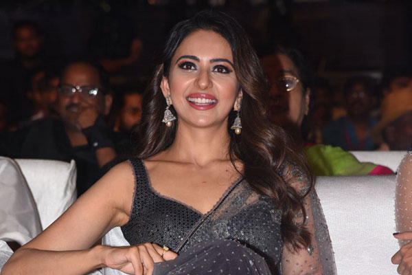 Annoyed Rakul Preet walks out from an Event