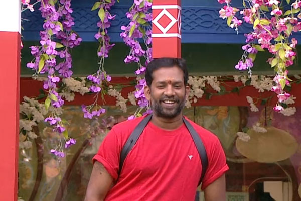 Bigg boss: Only Srimukhi &Baba playing individual game in the house?