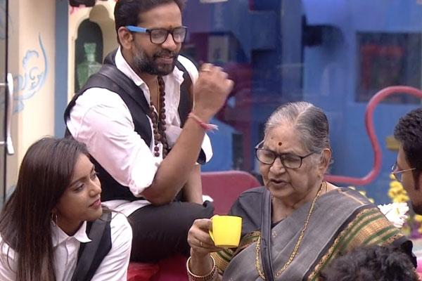 BB episode 89: Varun, Rahul & Sreemukhi's family members in the house