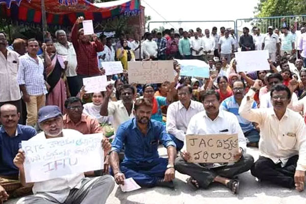 Ongoing strike is longest in RTC history in Telugu states