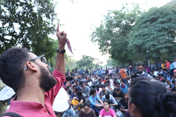 Twitter war rages over JNU protest