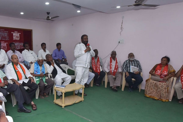 Telangana privatises 50% RTC, issues ultimatum to striking staff