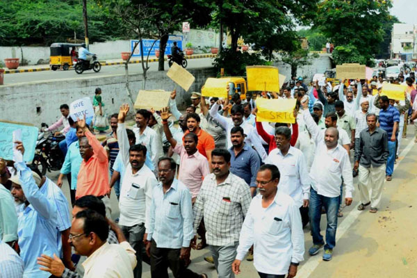 Violence during RTC employees' march in Hyderabad