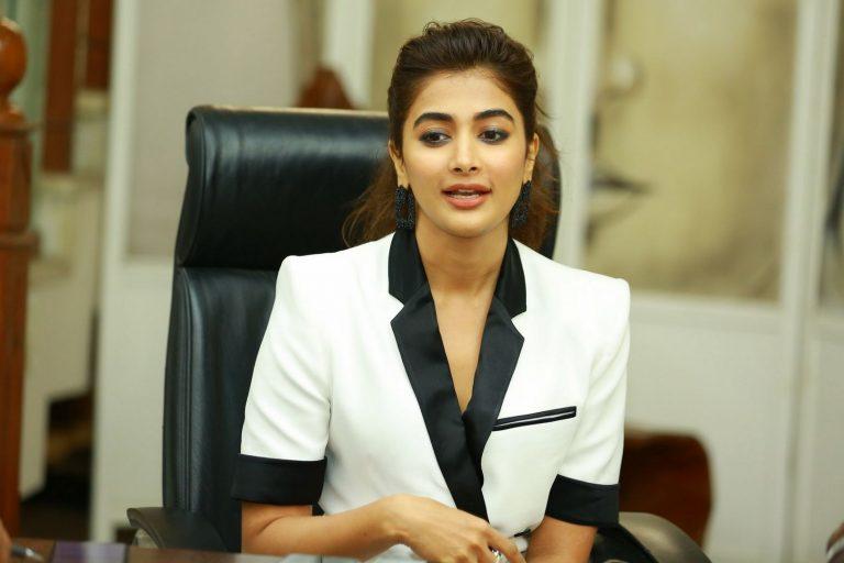 Pooja Hegde keeps Chaitanya in waiting mode