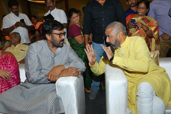 Vintage Vibes: Chiranjeevi and Balakrishna in one frame