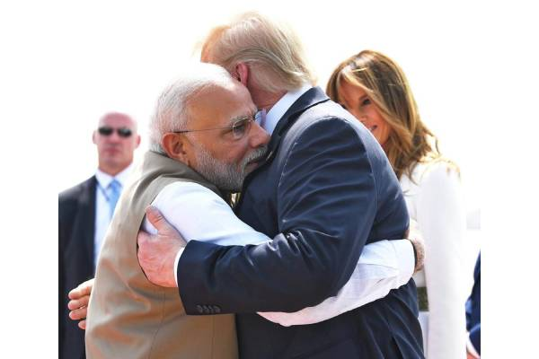 Modi greets Trump with a hug, shakes hands with Melania