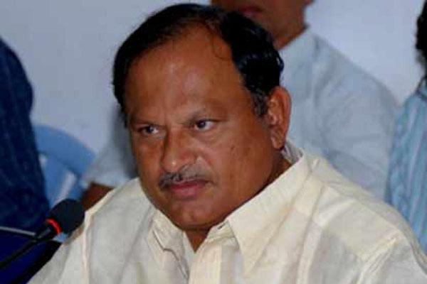Karanam Balaram puts speculations to rest, joins YSRCP