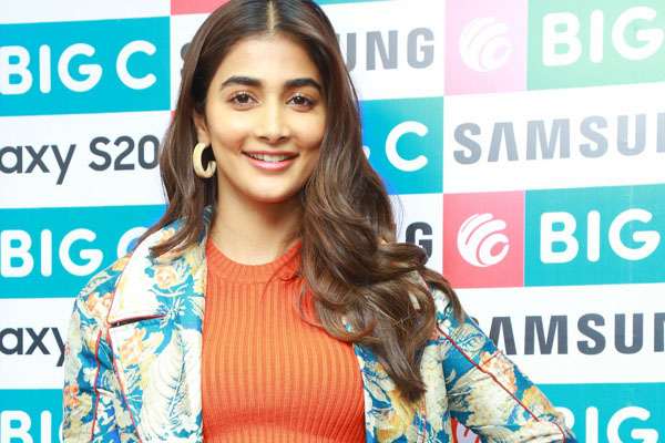 Pooja Hegde launches Samsung Galaxy s20 at Big C – Madhapur