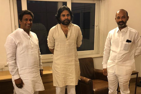Bandi Sanjay meets Pawan Kalyan. Discuss Pothireddypadu, temple assets issue