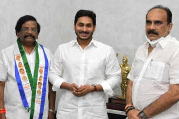 TDP Leader Sidda Raghava Rao joined in YSRCP