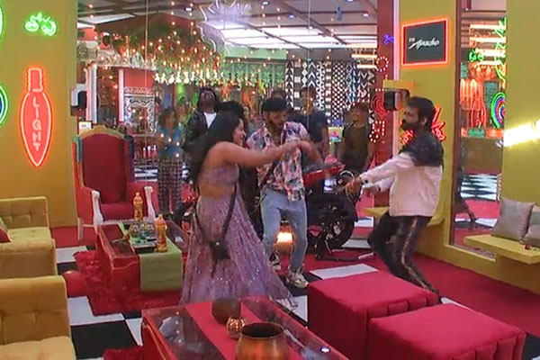 Bigg boss today: Wild card entry brought party mood