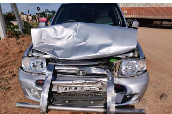 Naidu unhurt as 2 convoy vehicles involved in accident