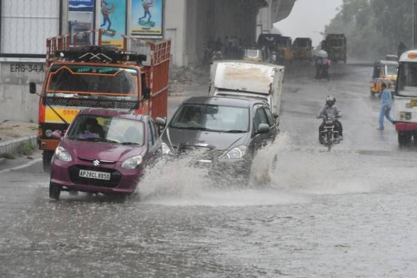 Hyderabad rains disrupt Tollywood shoots