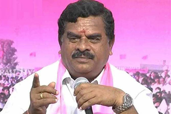 Jolt to TRS, Swamy Goud joins BJP