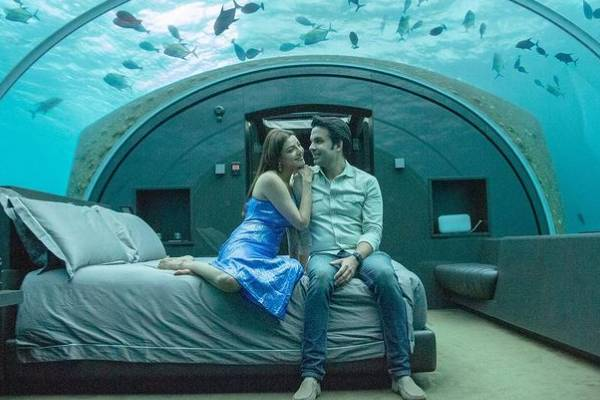Kajal and Kitchlu spotted under the sea