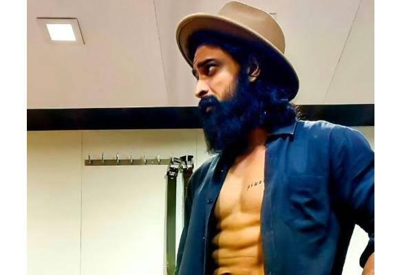 Shaurya Unbuttons Shirt, Flaunts Chiseled Physique
