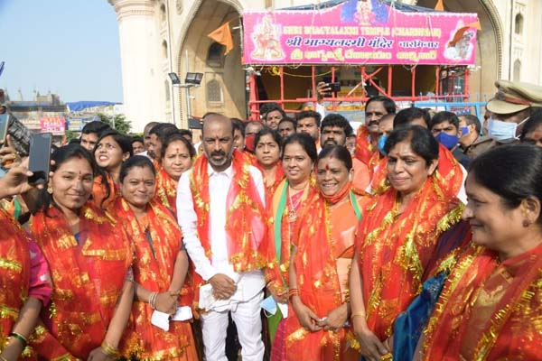 BJP's Hyderabad corporators take pledge at Charminar temple