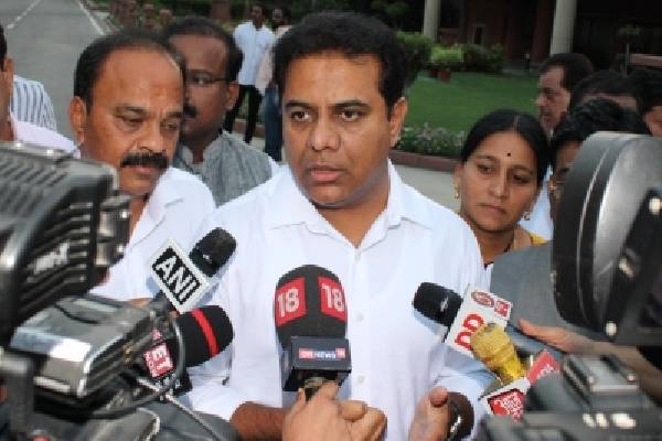Telangana seeks funds from Centre for municipal projects