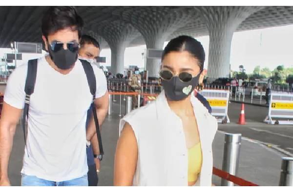 Ranbir Kapoor and Alia Bhatt jets off to Maldives