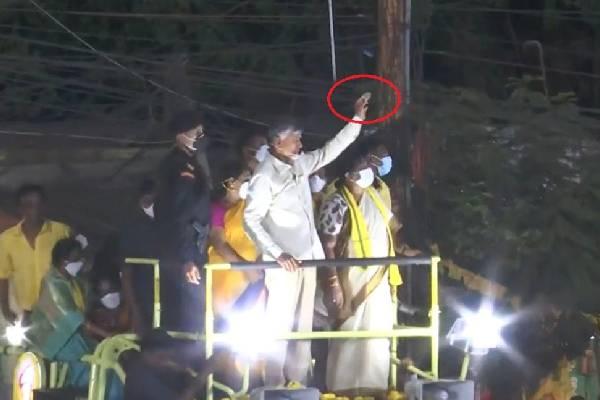 Stone pelting in Naidu's Tirupati campaigning, Naidu sits on flash dharna