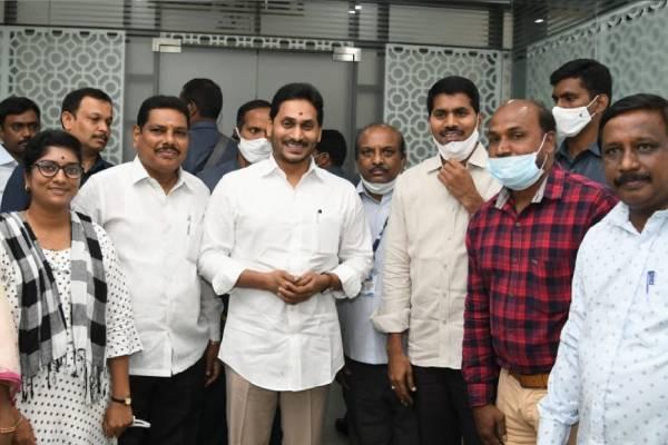 Jagan clears Telangana origin govt staff's return to home state
