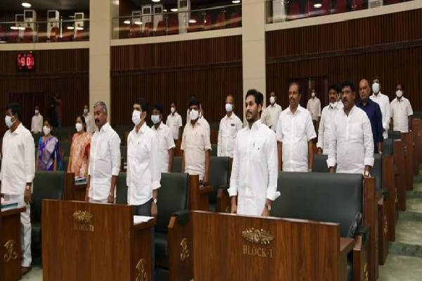Mask-less Jagan in Assembly: Lokesh cries foul