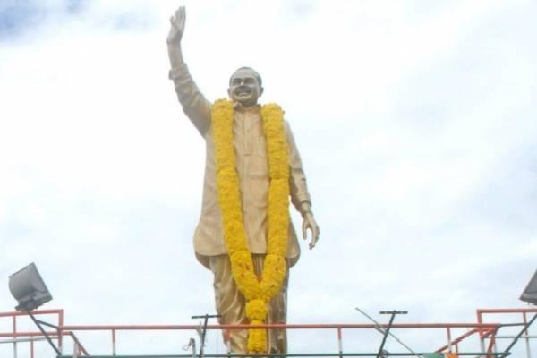 Will TRS govt remove YSR statues from Telangana?