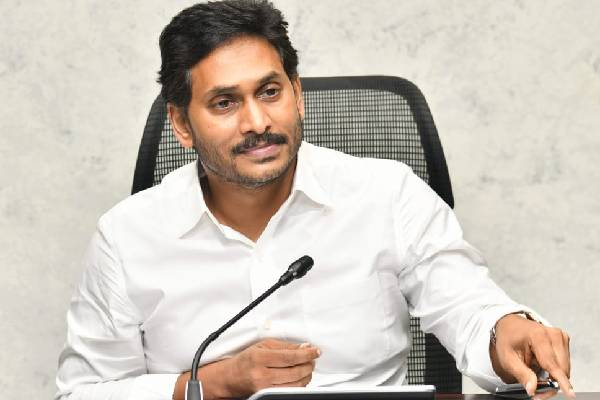 Jagan transfers Rs 693cr to mothers of students!